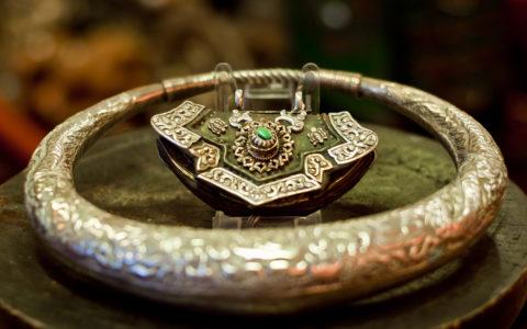 Halsband China / Hanger -Tibet